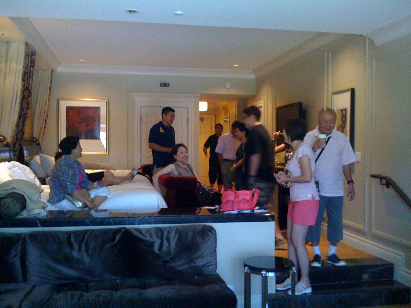 The Ma's marvelling at our room at the palazzo